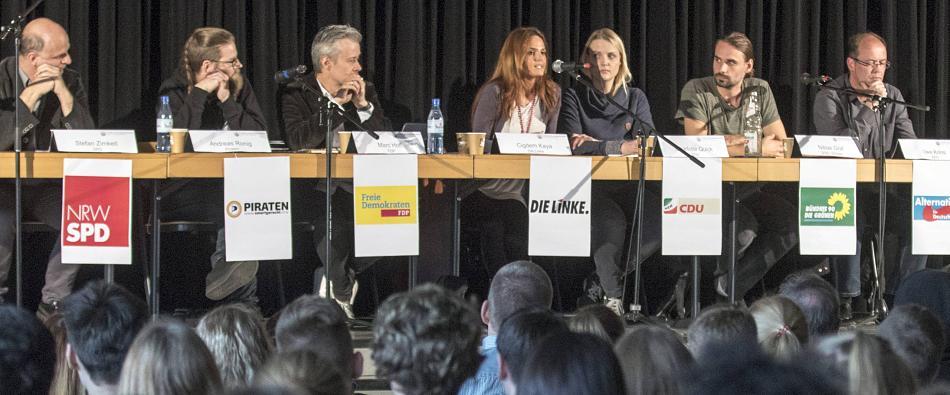Landtagskandidaten von SPD, Piraten, FDP, Linke, CDU, Grünen und AfD diskutierten mit Schülern in der Aula im Gustav-Heinemann-Schulzentrum FOTO: ERWIN POTTGIESSER